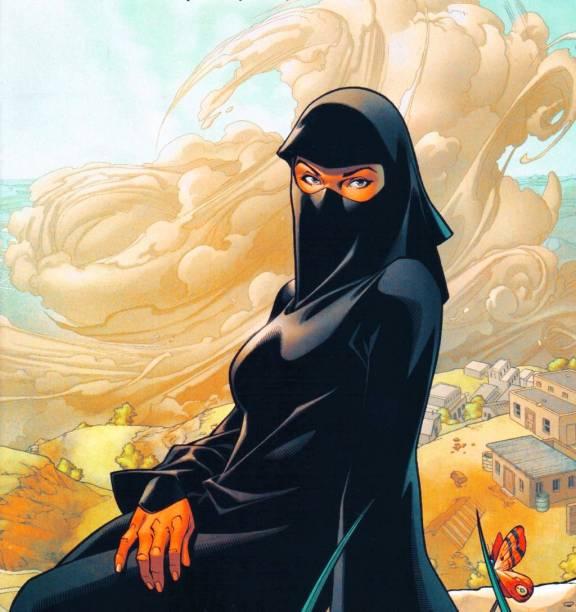 Pó. Antes de Kamala ganhar um título próprio na Marvel, a afegã Sooraya Qadir já figurava nas histórias dos X-Men sob o codinome de Pó. Ao invés de um uniforme, ela veste uma burca. Sua religiosidade é esclarecidamente sunita. Criada em 2002, no auge do conflito dos Estados Unidos com o Afeganistão, ela nunca foi retratada como vilã.