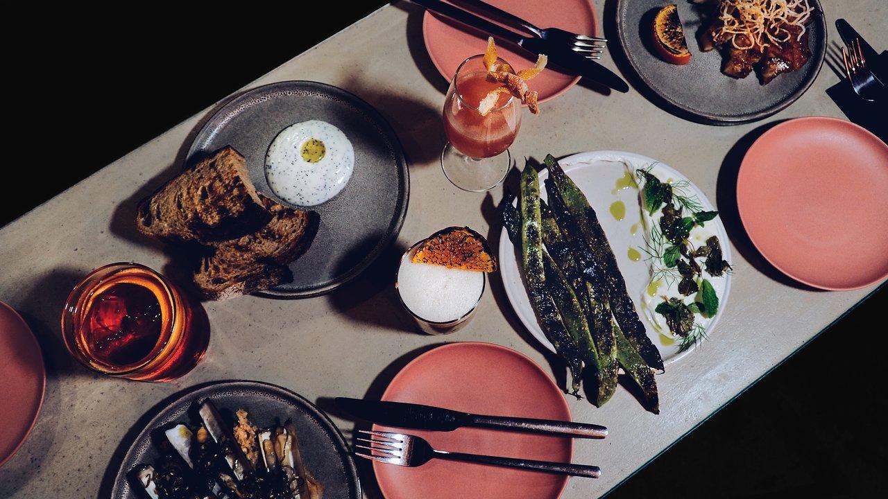 Em suas pesquisas, o chef Shay Ola percebeu semelhanças em preparos e ingredientes de diversos países ao redor do mundo, todos com inspirações africanas