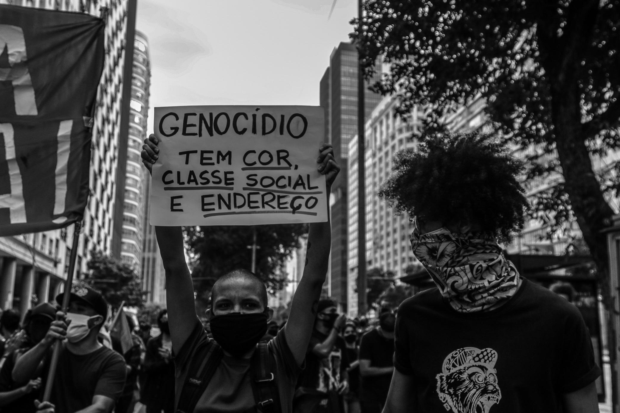 Manifestantes denunciam genocídio em protestos no Rio.