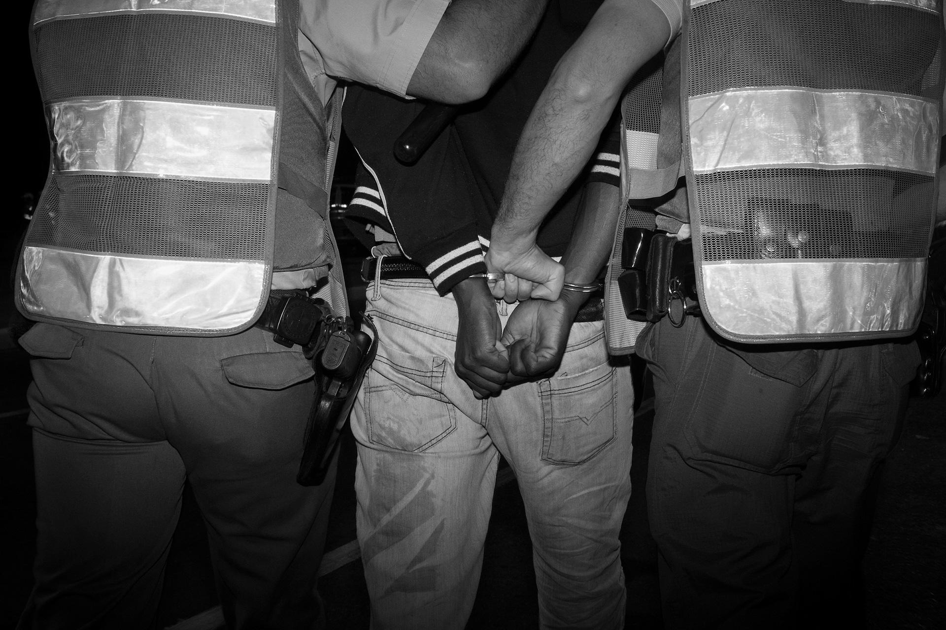 São Paulo, Brazil, junho de 2013: 50 mil manifestantes ocuparam os lugares mais importantes da cidade. Eles protestavam contra o aumento da tarifa do transporte pública. Esta terça-feira ficou marcada como um dia de extrema violência e vandalismo no centro da cidade, próximo à Prefeitura. Esta foto foi feita na Avenida Paulista.