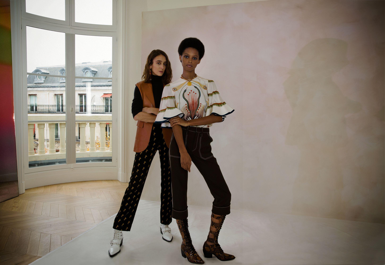 Natacha Ramsay-Levi, estilista da Chloé, e modelo que veste as roupas da marca