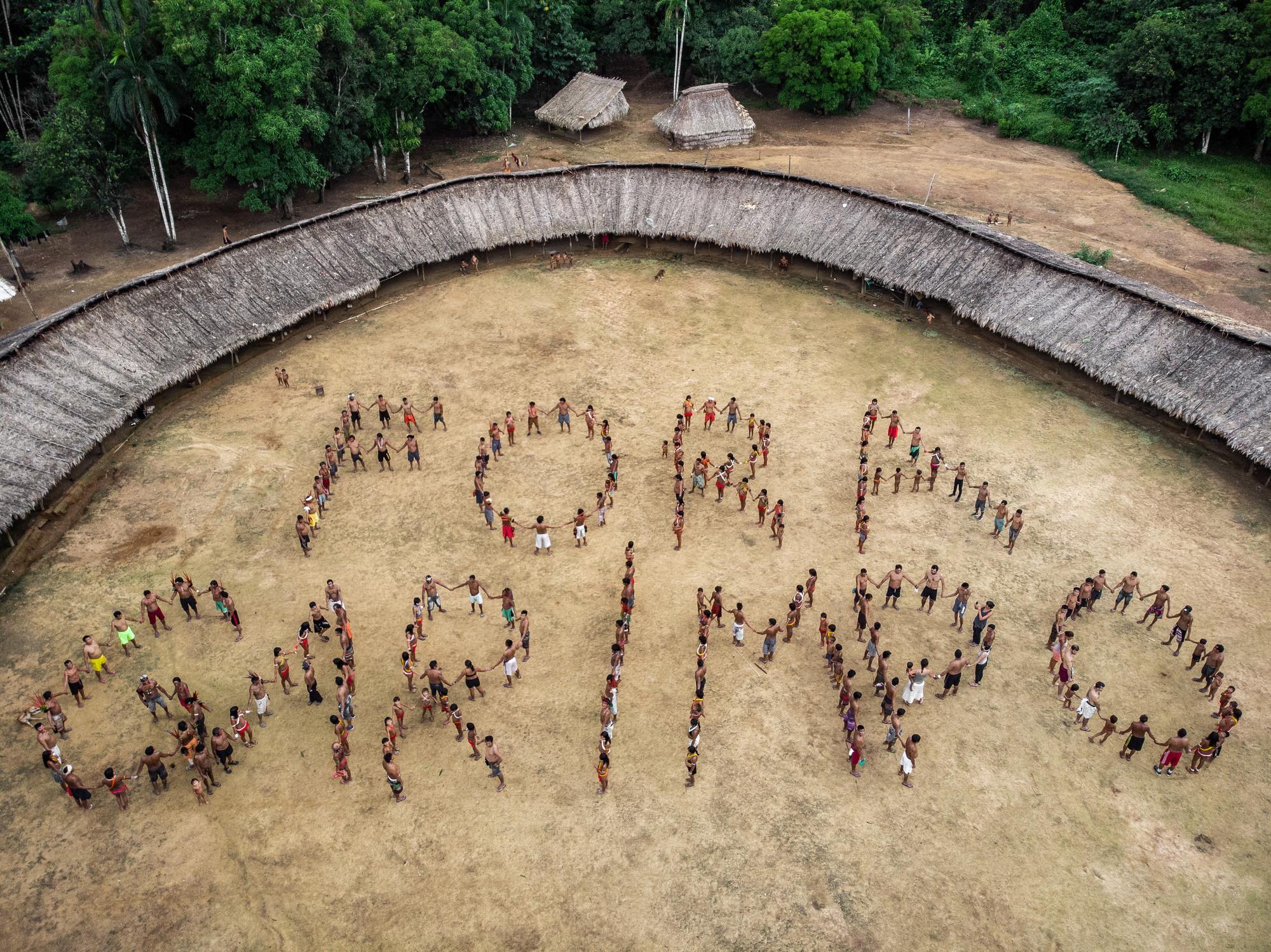 Lideranças Yanomami e Ye'kuana se manifestam contra garimpo em suas terras durante o primeiro Fórum de Lideranças da TI Yanomami, realizado entre 20 e 23 de novembro de 2019 na Comunidade Watoriki, região do Demini, Terra Indígena Yanomami. O fórum reuniu 116 lideranças de 26 regiões da TI, representando 53 comunidades, e 7 associações da Terra Indígena: Hutukara Associação Yanomami (HAY), Associação Yanomami do Rio Cauaburis e Afluentes (AYRCA), Associação das Mulheres Yanomami – Kumirayoma (AMYK), Associação Wanasseduume Ye´kwana (SEDUUME), Associação Yanomami do Rio Marauiá e do Rio Preto (KURIKAMA), Texoli Associação Ninam do Estado de Roraima (TANER) e Hwenama Associação dos Povos Yanomami de Roraima (HAPYR)