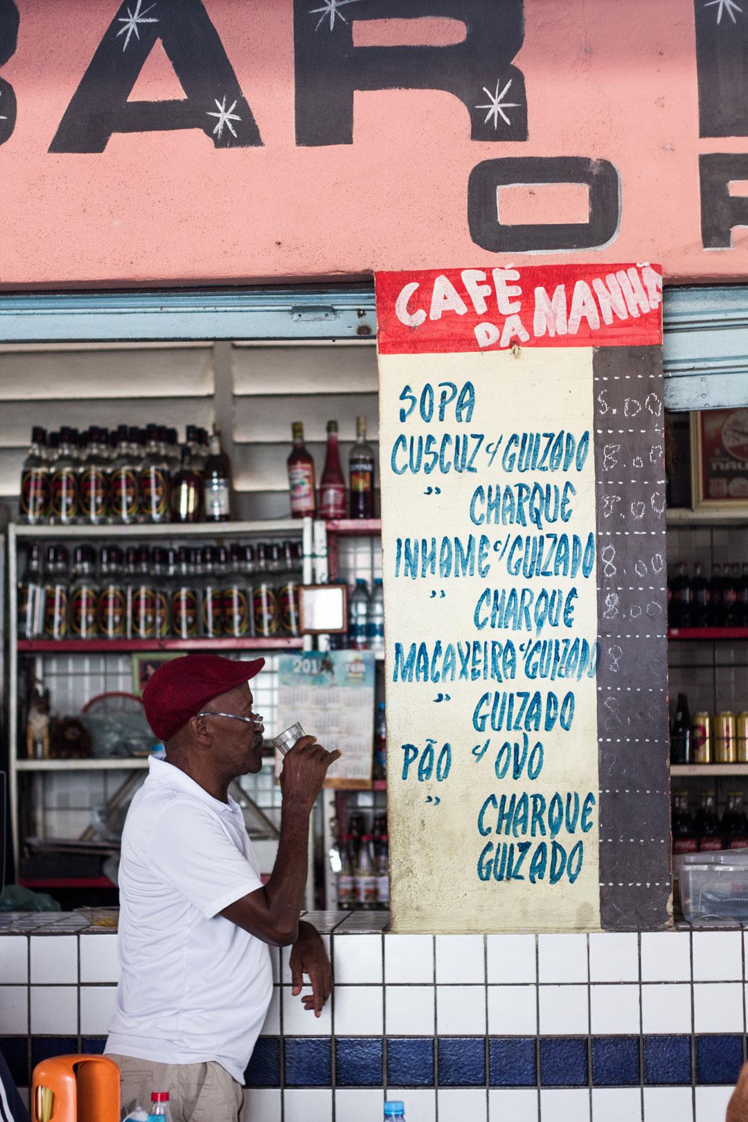 Toinho no bar, no Recife