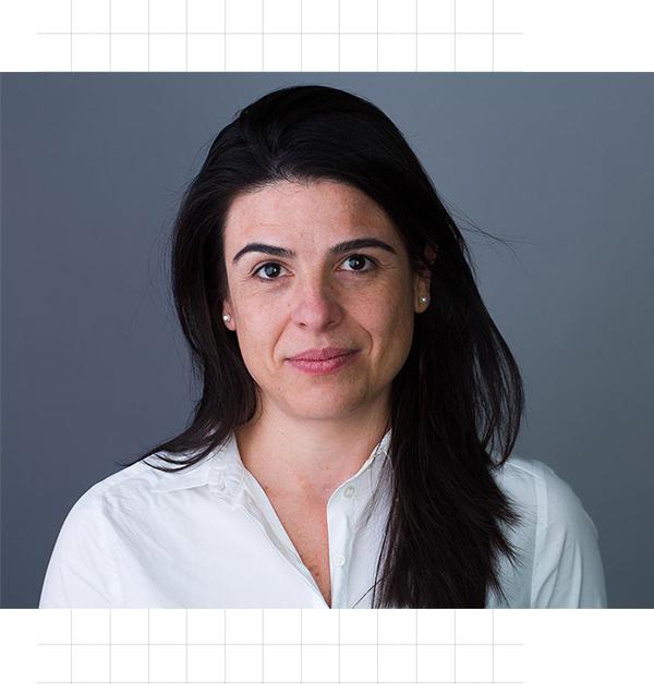 Maria Laura Canineu –