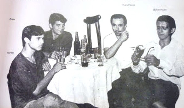 Álvaro Páscoa (segundo à direita) e Hahnemann (na ponta da mesa, à direita) no Ideal Club, em Manaus