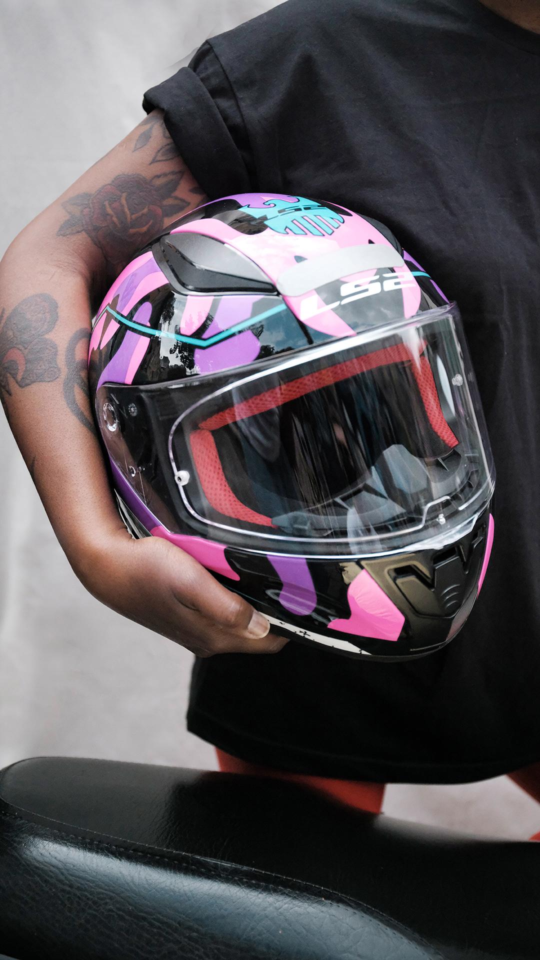 Vanessa Teixeira, cantora lírica que virou motociclista na pandemia