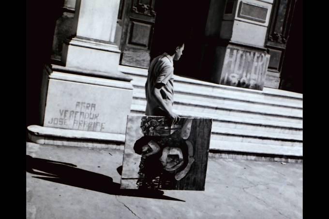Hahnemann-com-o-quadro-_Cafuné_Um-pintor-amazonense_—Fotos-Roberto-Kahane