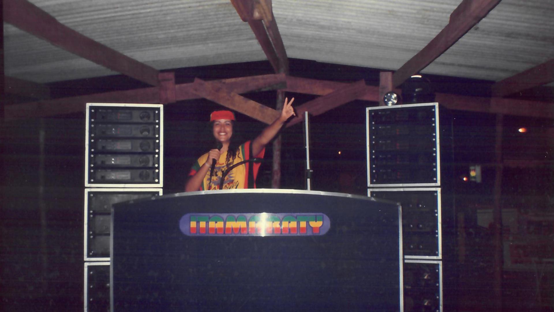 Valéria no palco da Itamaraty, uma das maiores radiolas do Maranhão. Anos 90.