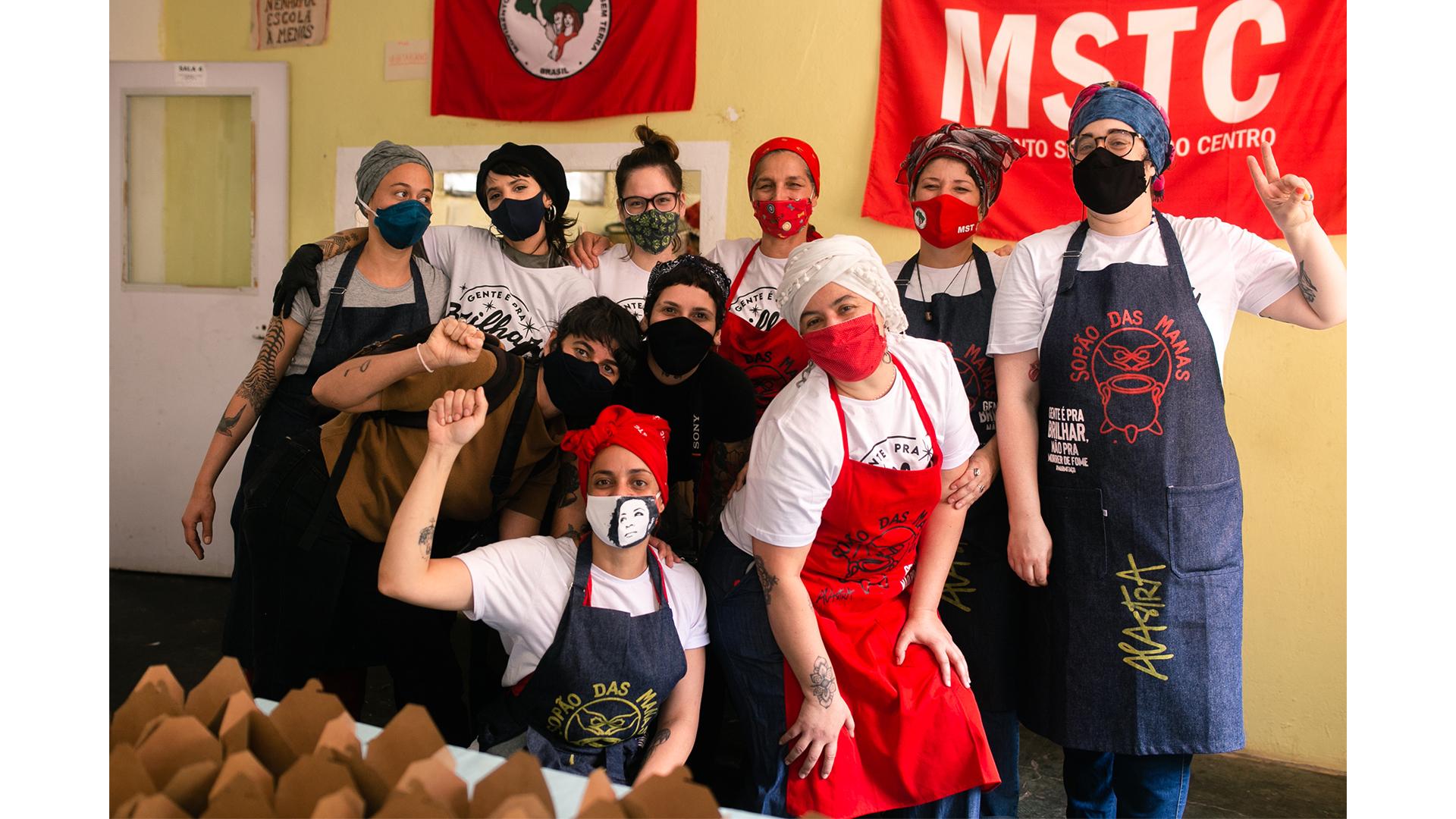 Cozinheiras do Sopão das Manas: o grupo acaba de fechar parceria com a cozinha da Ocupação 9 de Julho e vai oferecer oficinas de capacitação para a população local