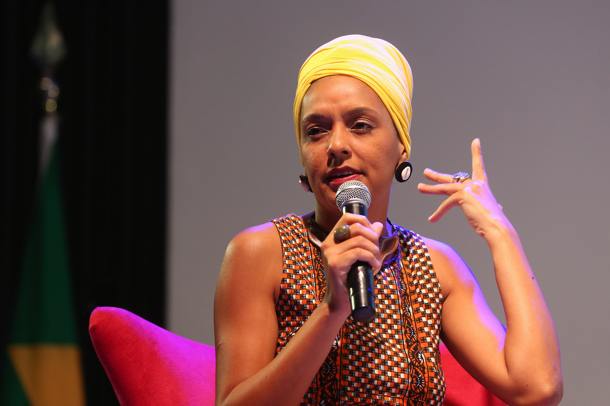 Larissa Santiago.