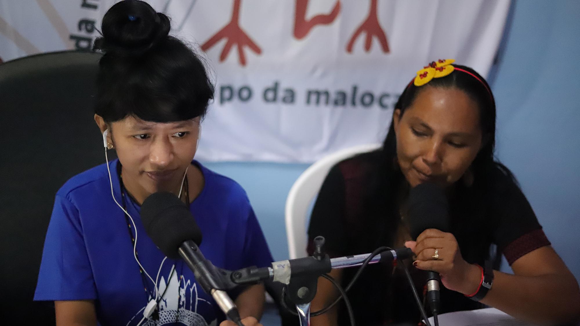 Cláudia Ferraz Wanano comanda junto com Elizângela Baré o programa Papo da Maloca, na FM O Dia de São Gabriel da Cachoeira