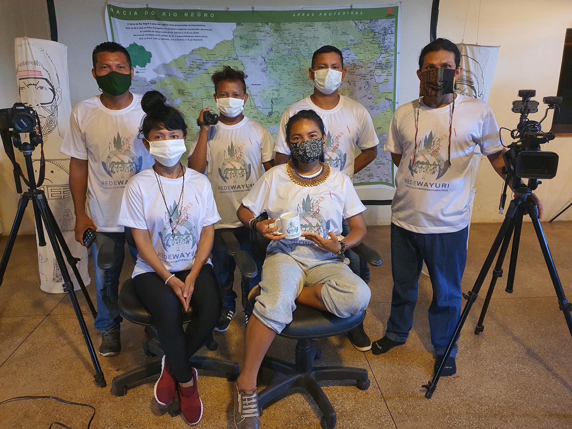 Grupo da Rede Wayuri que cobriu eleições municipais na cidade mais indígena do Brasil