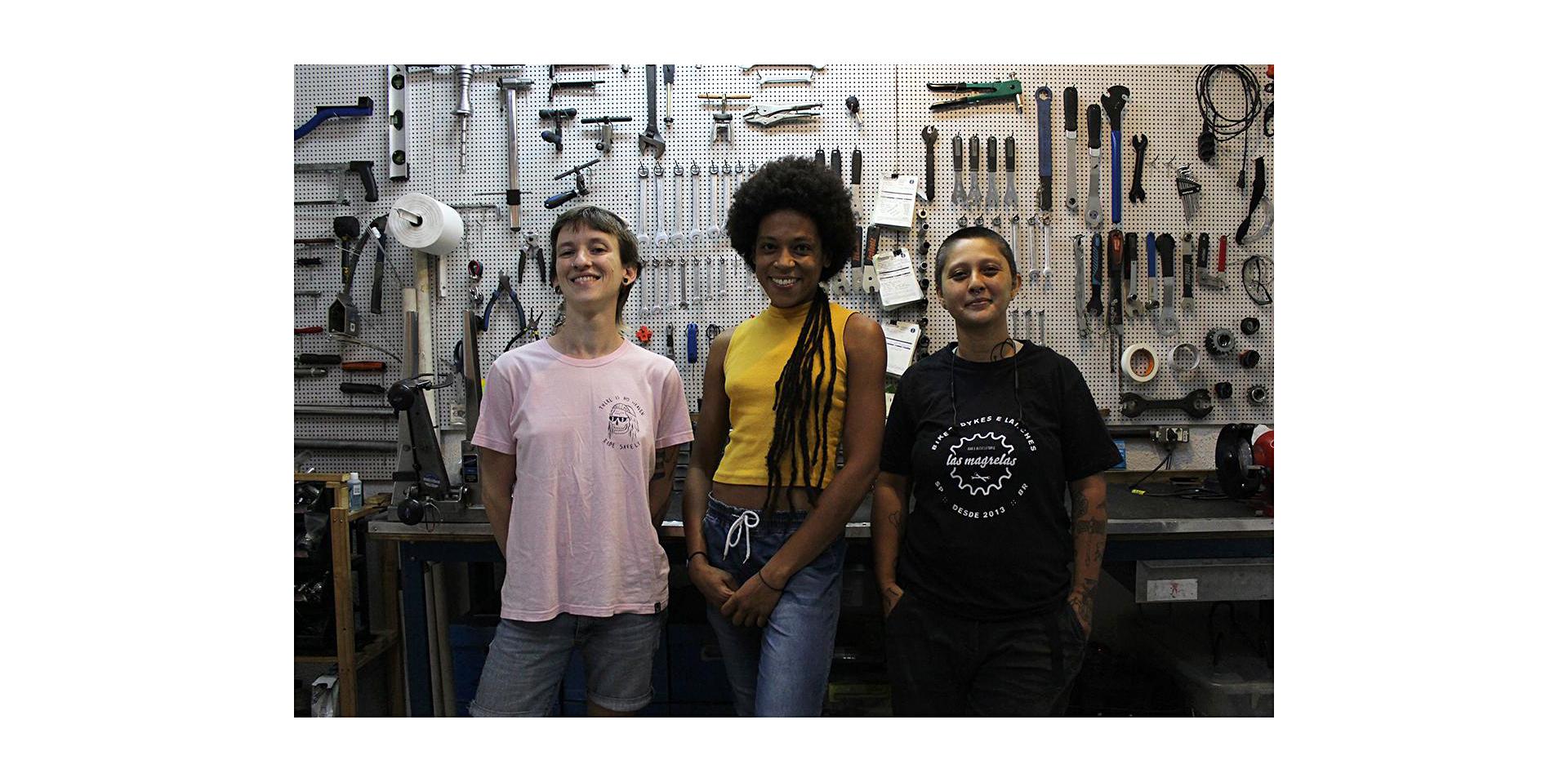Talita Noguchi e equipe Las Magrelas, bike shop e bicicletaria no bairro de Pinheiros, em São Paulo