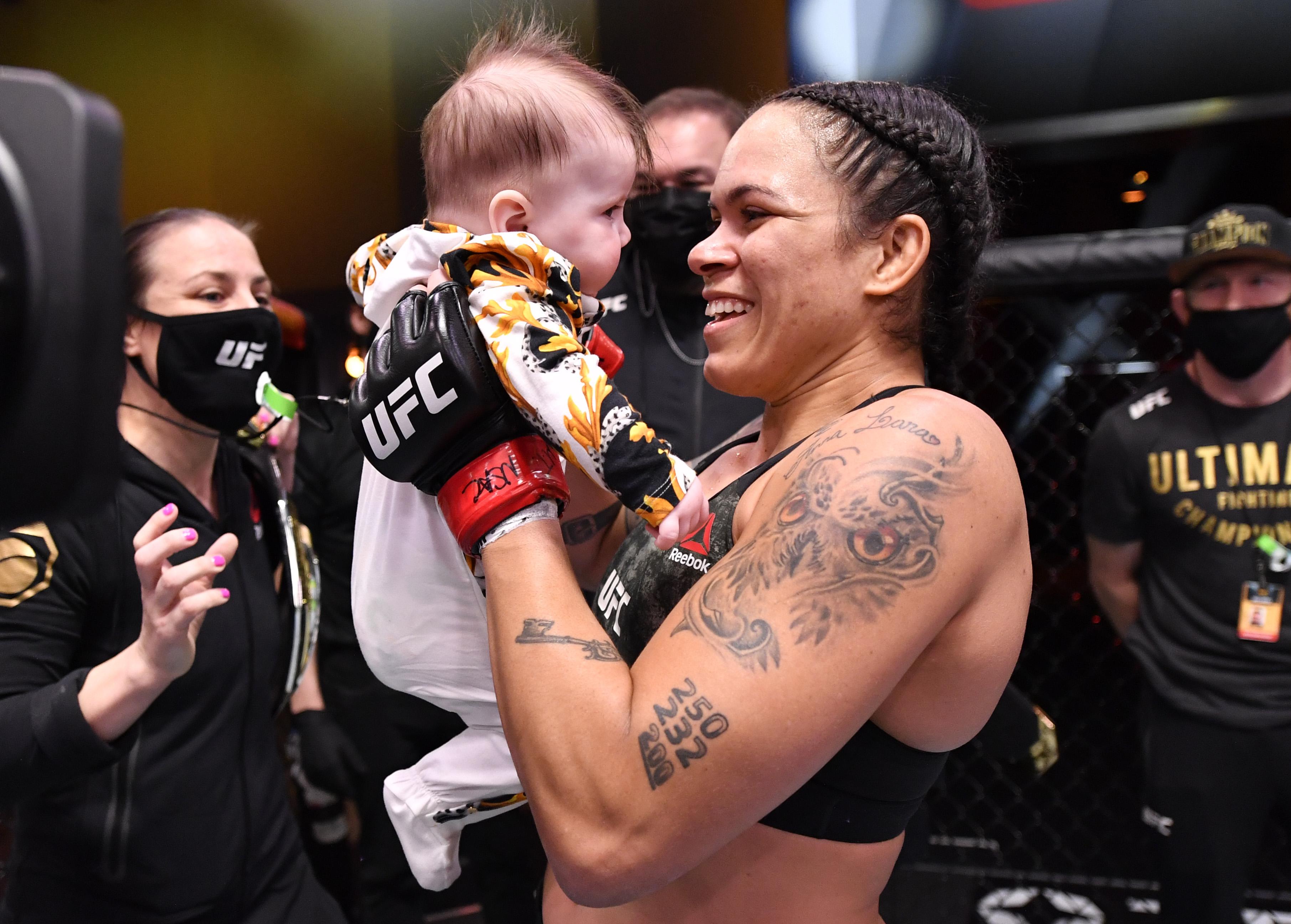 Amanda com Raegen no ringue Jeff Bottari/Getty Images